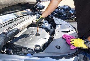 Cambio dell'olio motori per auto